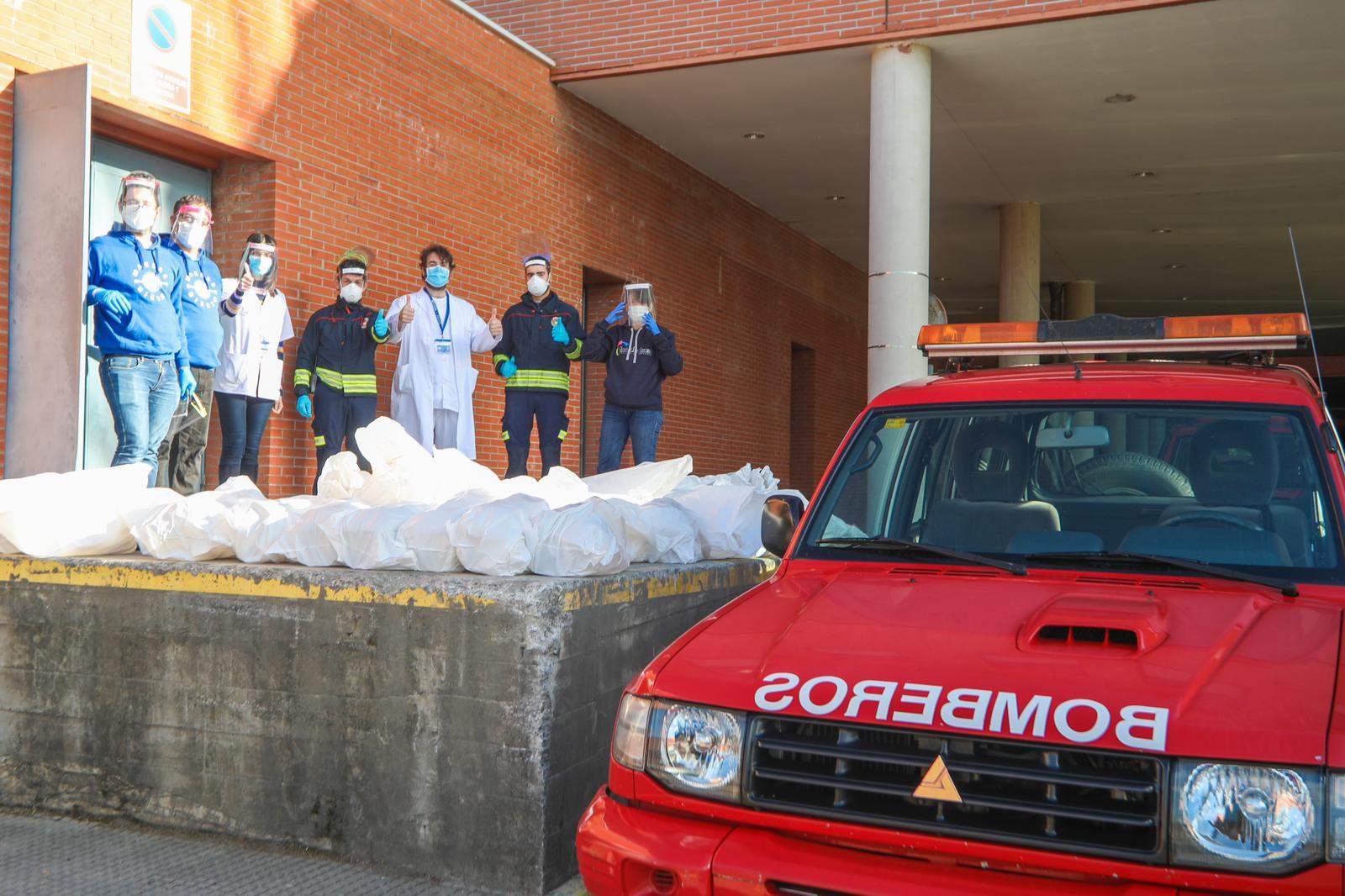 Entregadas 700 pantallas contra el COVID 19 al Hospital del Bierzo y más de 900 en otros centros de la comarca 1