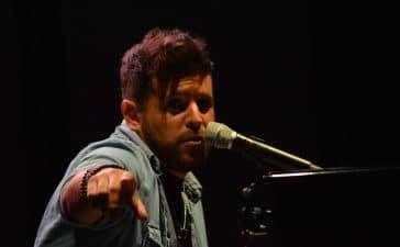 La gira 'López, piano y voz' de Pablo López pone el broche final a las fiestas de la Encina que nunca hubiéramos querido vivir 3